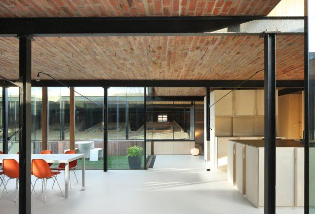 Reconversie van steenbakkerij tot woning en kantoor, Lezze architecten (Foto: Filip Dujardin)