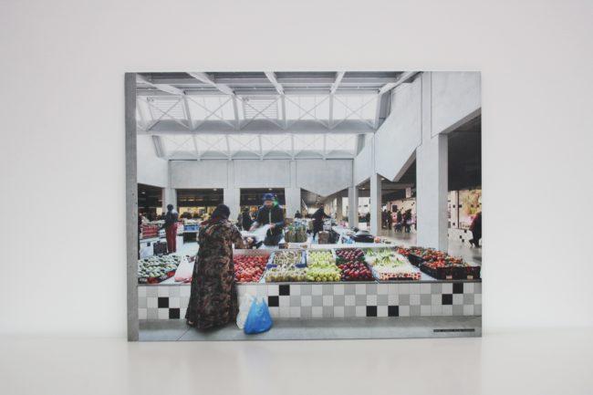 Organization for Permanent Modernity, Foodmet, foto op aluminium (Filip Dujardin)