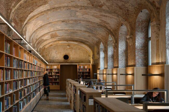 Stadsbibliotheek Het Predikheren, Korteknie Stuhlmacher Architecten, Callebaut Architecten, Bureau Bouwtechniek, (Foto: Stijn Bollaert)